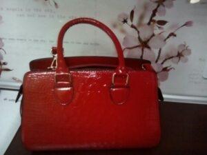 Стильная красная женская сумочка